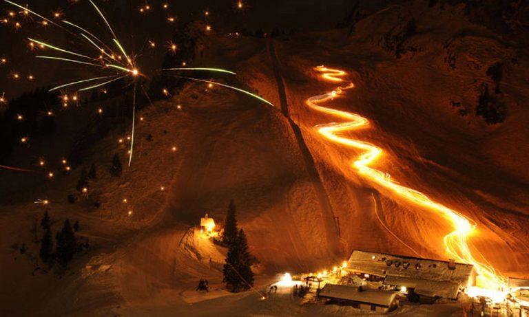 Fackellauf und Feuerwerk vor der Stiealm